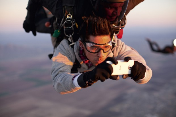 htc-skydiving-1