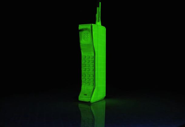 vodafone-evolution-of-mobile-phones-motorola-brick